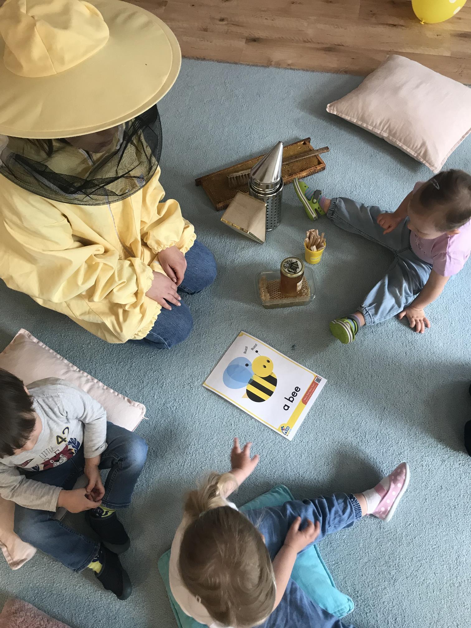 Poznajemy pracę pszczelarza