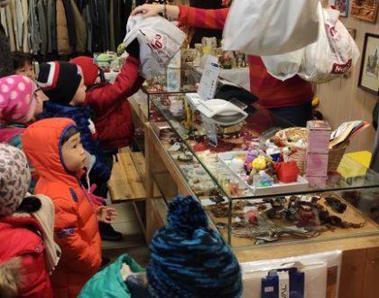 W sklepie charytatywnym