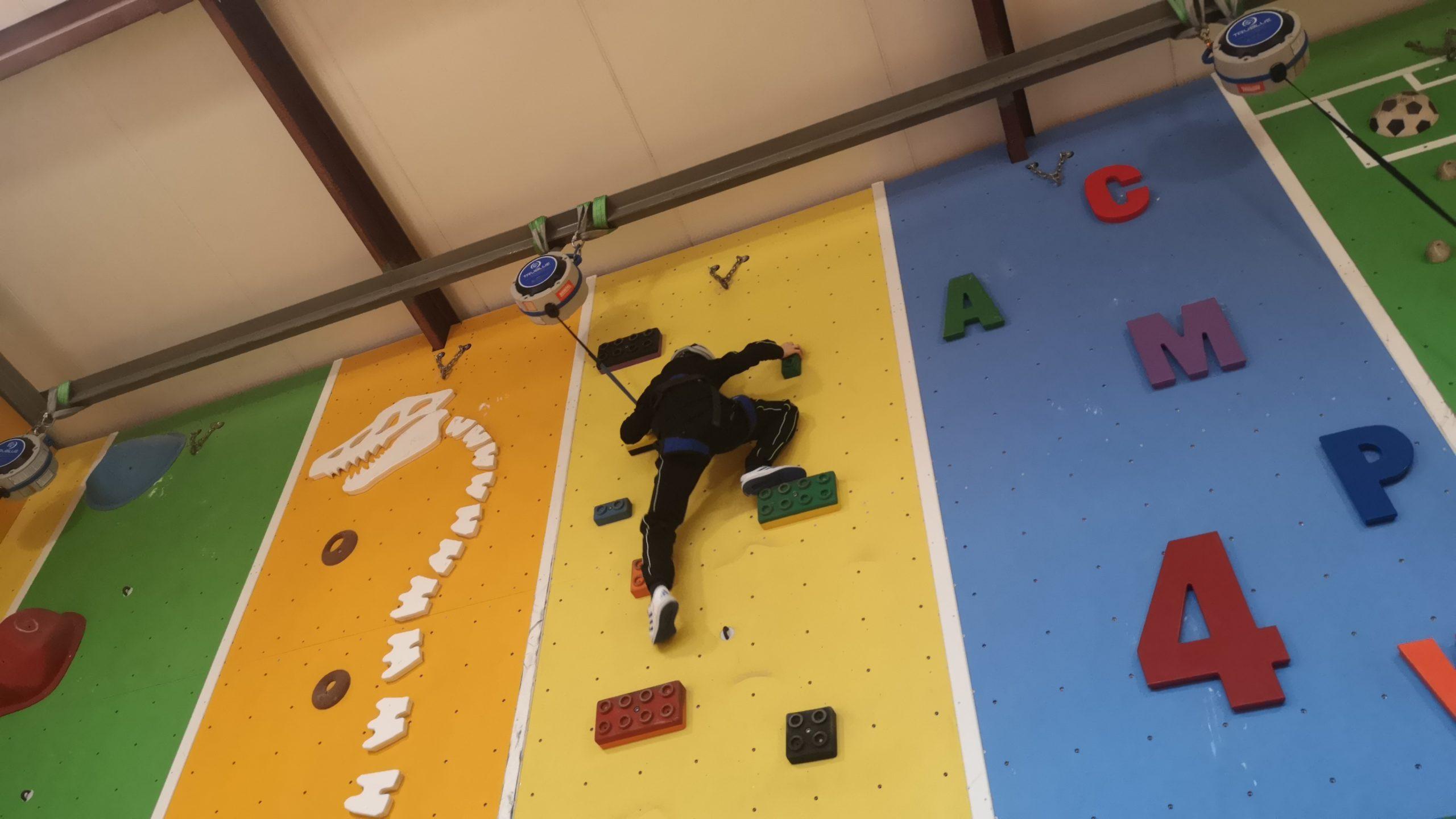 Mikołajkowy WF na ściance wspinaczkowej